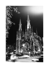 katedral malam hari