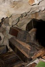 peti mayat dalam gua di londa