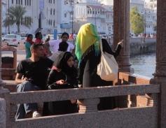 kita harus permisi kalau mau motret perempuan di Oman, makanya curi-curi momenlah