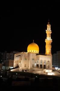 masjid di Muscat malam hari