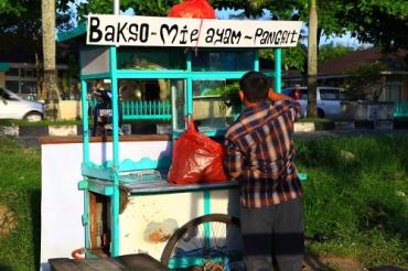 ayo silakan dipilih, mau yang mana? bakso mie ayam pangsit