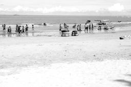 pengunjung pantai