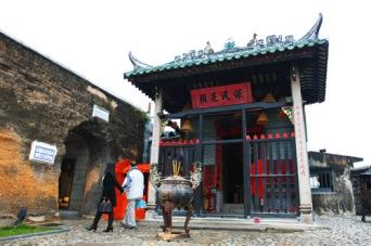 na tcha temple. terletak persis di samping belakang ruins of st.paul