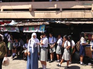 Anak Sekolah Menunggu Angkot