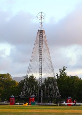 Pohon Natal di Hagley Park