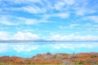Lake Pukaki, bisa ngaca disitu.