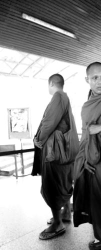 11 biksu mau naik kapal nggak beli tiket