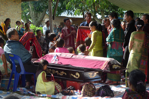 pesta adat orang meninggal
