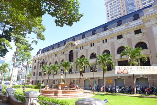 Gedung Opera Saigon Tampak Samping