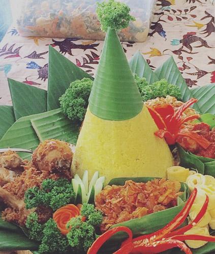 nasi-tumpeng