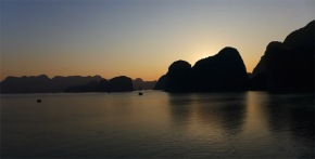 Mengelilingi Ha Long Bay